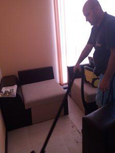 Прахосмукиране под мебели на апартамент в ЖК Оазис 5 в Пловдив