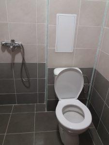 Почистена тоалетна в апартамент в Оазис 5 в Пловдив