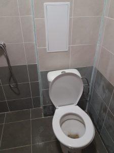 Преди почистване - тоалетна в апартамент в Оазис 5, Пловдив