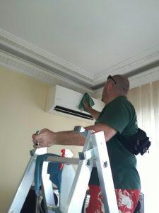 Почистване на климатика в апартамента