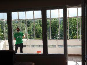 Почистена тераса с винкелно остъкление - ул. Петрова нива, кв. Кичука, Пловдив