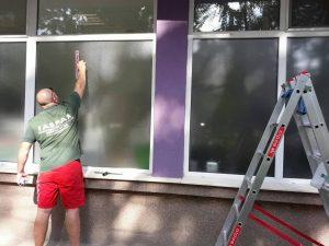 Почистване на остъкления на дентален център в гр. Стамболийски