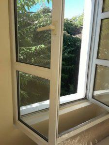 Почистени прозорци след боядисване_около бул. 6 Септември
