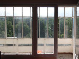 Преди почистване - остъклена с винкел тераса, ул. Петрова нива, кв. Кичука