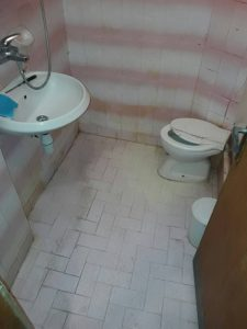 Непочистена баня.