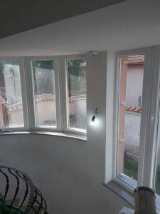 Почистено стълбище - прозорци.