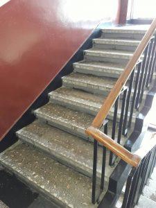 Почистено и измито стълбище.