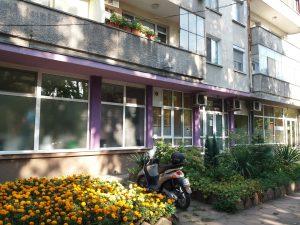 Почистени остъкления на дентален център в Стамболийски