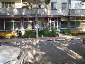 Почистени дограми и стъкла на дентален център в гр. Стамболийски