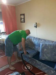 Пране на дивани.