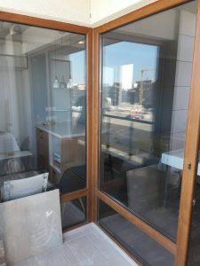 Почистени дограми и стъкла на тераса в апартамент в Марица Гардънс в Пловдив.