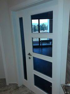 Почистена врата в апартамент в Марица Гарданс в Пловдив.