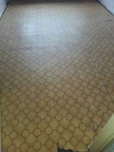 Под с балатум в студентско общежитие - почистен.