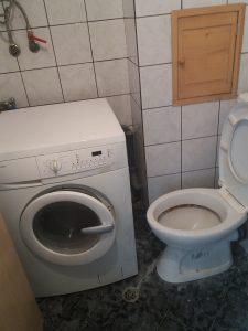 Непочистена тоалетна.