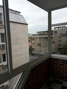 Почистено остъкление на тераса на бул. България.