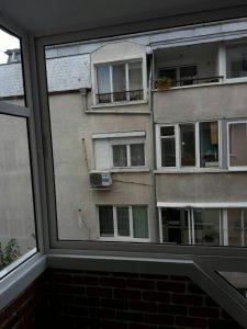 Почистено остъкление на бул. България в Пловдив.
