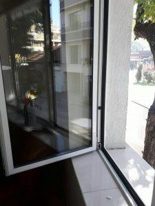 Почистени прозорци в кв. Кършияка.