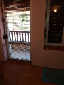 Почистени прозорци, дограми, щори, тераса.