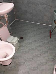 Баня и тоалетна след почистването.