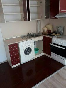 Под и кухня - след основно почистване.