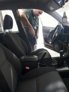 Пране на купе на кола тойота.