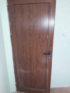 Врата преди почистване и полиране.