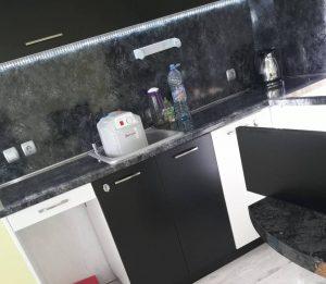Почистена кухня след ремонт.