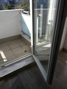 Дограма и стъкла след почистване - след ремонт.