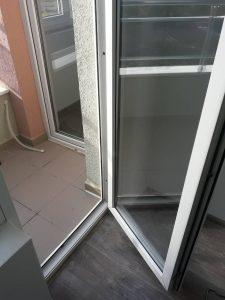 Почистена врата на тераса след ремонт.