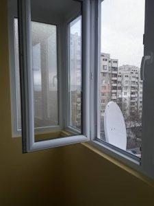Прозорци с почистени лепенки и с отстранени замърсявания.