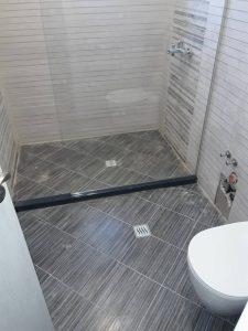 Замърсена баня - преди почистване.