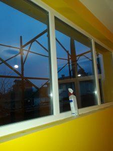 Почистени дограми и стъкла в с. Труд.