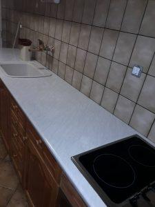 Почистени плот, печка, мивка.