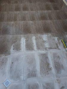 Почистване на силно замърсена тераса.