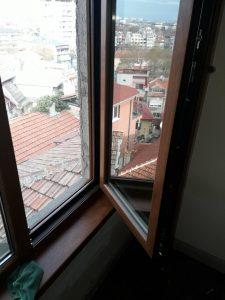 Ул. Волга в Пловдив - почистен прозорец след ремонт.