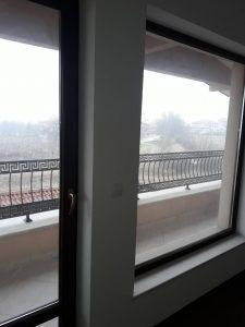 Белащица - преди почистване на прозорци.