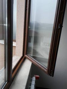 Почистени прозорец и перваз.