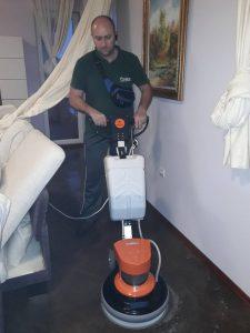Машинно почистване с подопочистваща професионална техника.