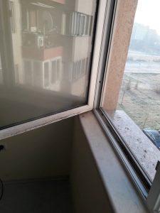 Преди да бъде почистен прозореца.