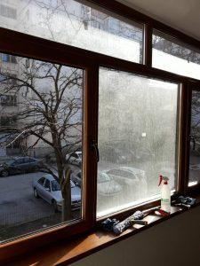 Преди и след почистване  - прозорци след ремонт.