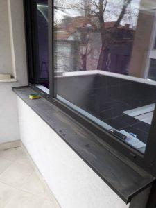 Прозорци и перваз - преди почистването.