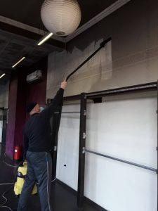 Прахосмукиране на сажди от стени - след пожар.