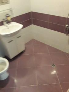 Почистена от котлен камък баня.
