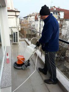 Машинно почистване на тераса сле дремонт.