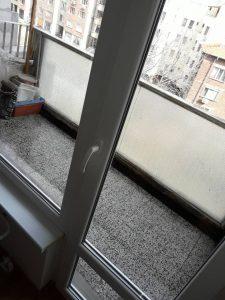 Почистени тераса и прозорци към нея.