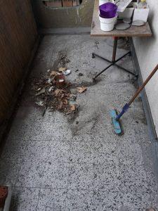 Тераса със събрани боклуци при почистване.
