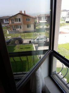 Къща в Белащица - прозорци.