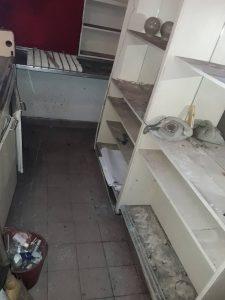 Силно замърсени рафтове и шкафове.