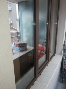 Почистени прозорци - дограми и стъкла.