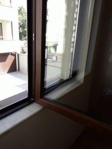 Почистени прозорци след ремонт.